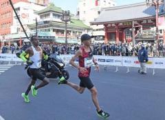 東京マラソン、沿道に7万2000人 観戦自粛要請も各所で人だかり…主催者「集まってしまった」