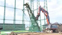 倒壊のゴルフ練習場鉄柱 撤去開始