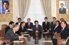 自民、幹部らに12億円超を支出 活動費名目、18年政治資金