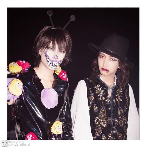 Shinya ha subido a instagram esta foto con Aki