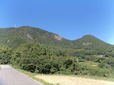 男神山(右)と女神山