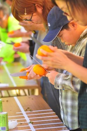 紅葉山 柿剥き