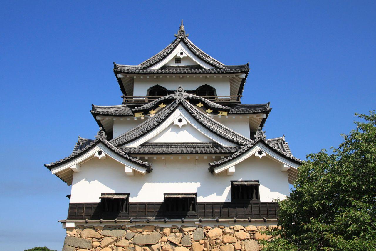 彦根藩・初代藩主である井伊直政は徳川四天王の一人で、赤い鎧を身にまとった... 歴史ロマンをもと