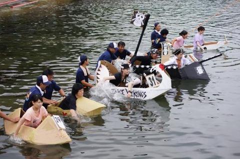 赤泊港まつり段ボール舟レース