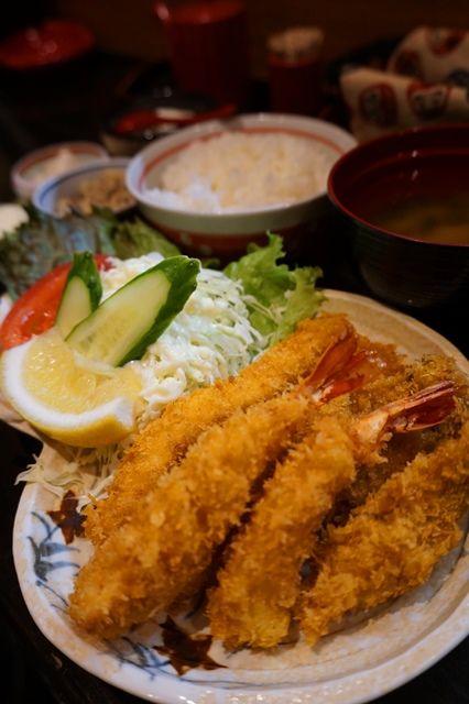 持田家ミックスフライ定食800円