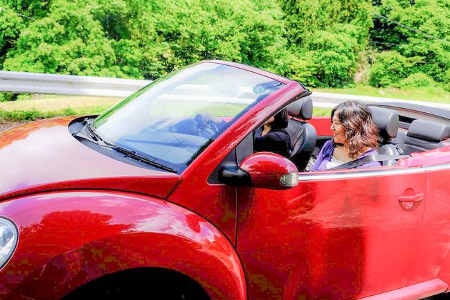 佐渡のレンタカーでオープンカーを借りるアブラヤレンタカー