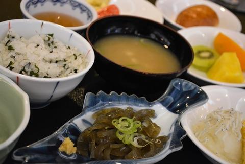 佐渡相川やまき朝食バイキング