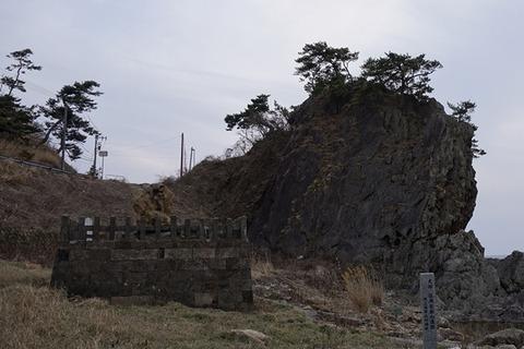 佐渡鎮目市左衛門維明墓と弁慶のはさみ岩