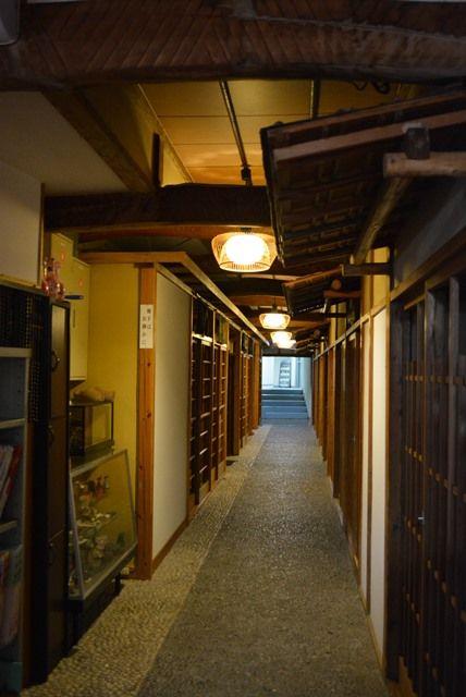 佐渡尖閣荘廊下