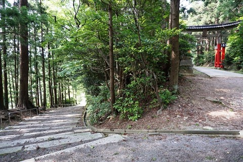 佐渡牛尾神社表参道側の石階段