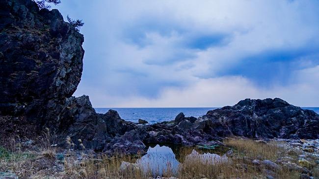 鎮目奉行と弁慶のはさみ岩