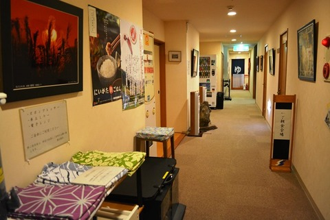 佐渡旅館道遊廊下と色浴衣