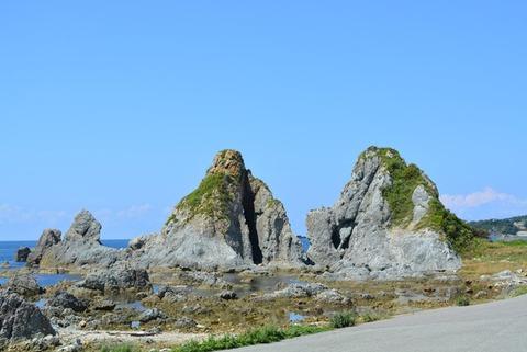 佐渡めおと岩