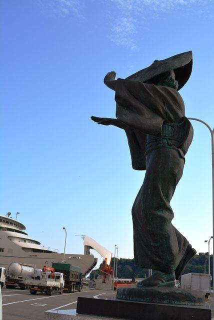 小木港さどおけさ銅像