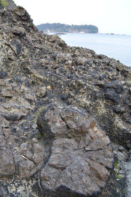 元小木海岸枕状溶岩1