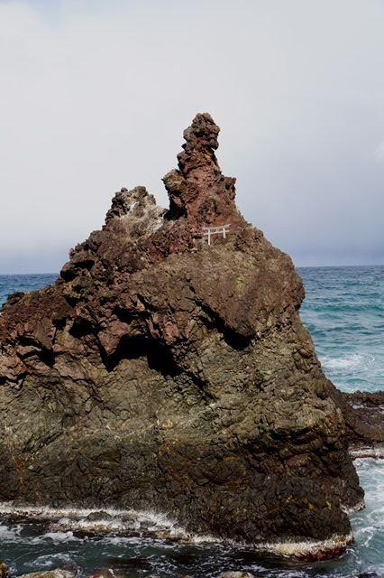 佐渡ジオパークゴジラ岩