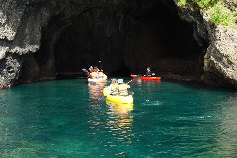 佐渡琴浦青の洞窟シーカヤック3