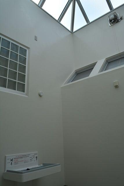 佐渡素浜海水浴場トイレ&ベビーベッド1