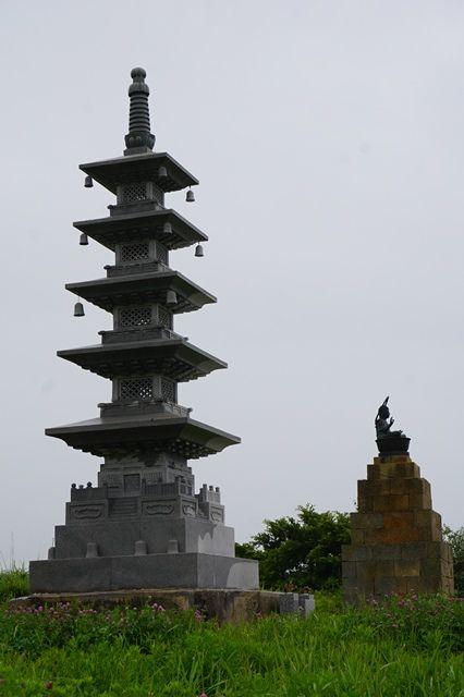 佐渡濡れ仏と五重塔