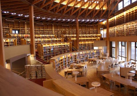 国際教養大学図書館