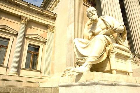 statue-756624_640-1