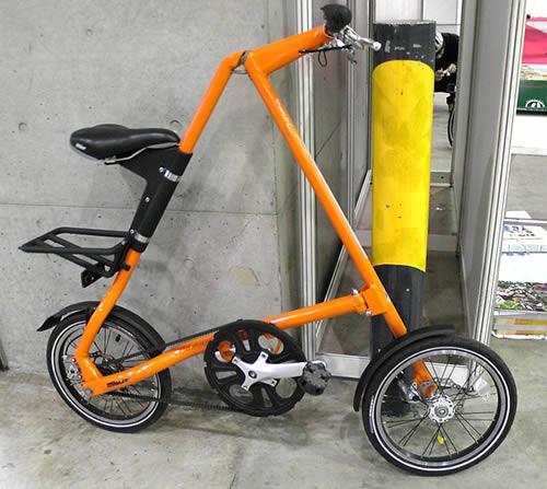 ... それは三角形の折り畳み自転車