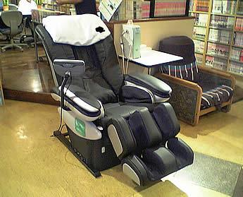 キャンプ鷺宮店の全身マッサージ椅子