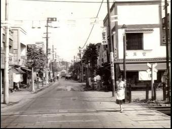 ゆっくり歩こう なかの散歩道 鷺ノ宮駅踏切(昭和30年代)saginomiya_sanpo03
