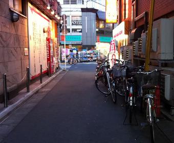 20110709ekimaechari02