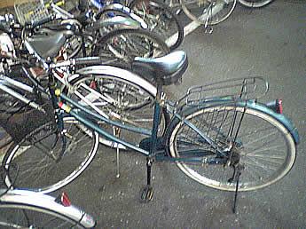 20061103ekimaechari04