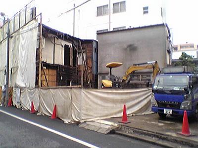 小野沢時計店を含めた一角を取り壊し中