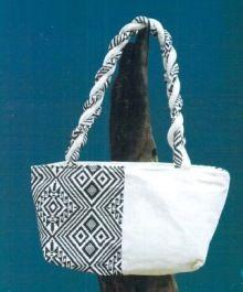 ターイ族の手織り生地は柄が独特