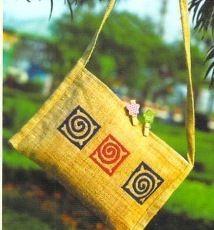 モン族のヘンプ生地によるバッグ