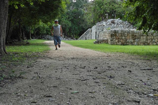 マヤ人、遺跡を走る