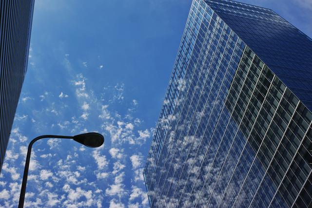 雲と建造物(ある晴れた日、もしくはQuattroの憂鬱)