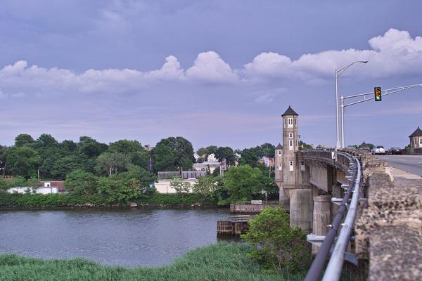 A Bridge Over Hackensack River (ハッケンサック川に架かる橋)
