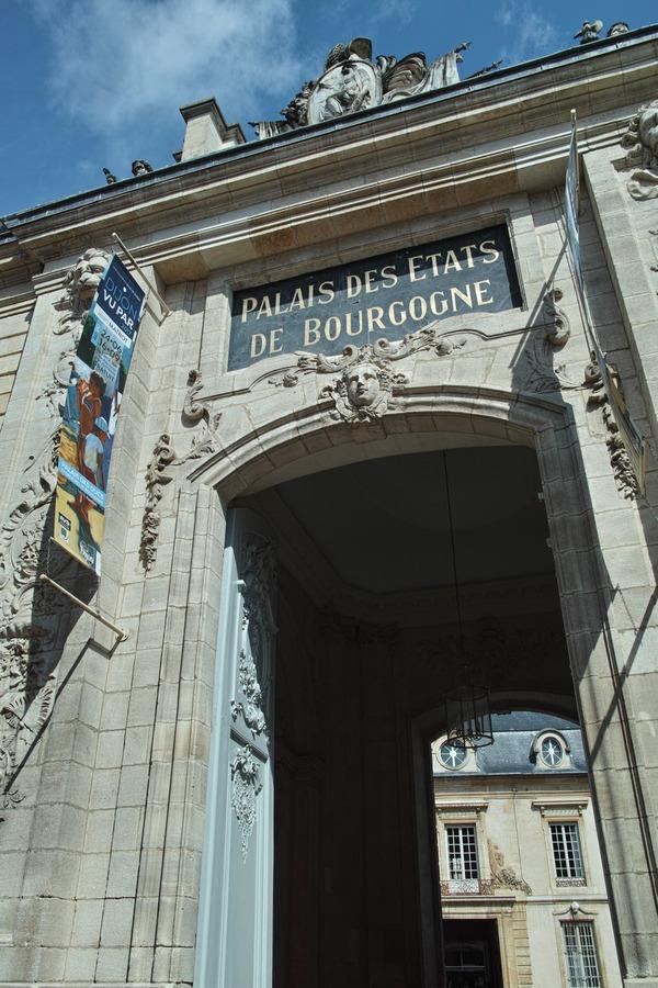 Le Palais des ducs et des États de Bourgogne (旧ブルゴーニュ公宮殿)