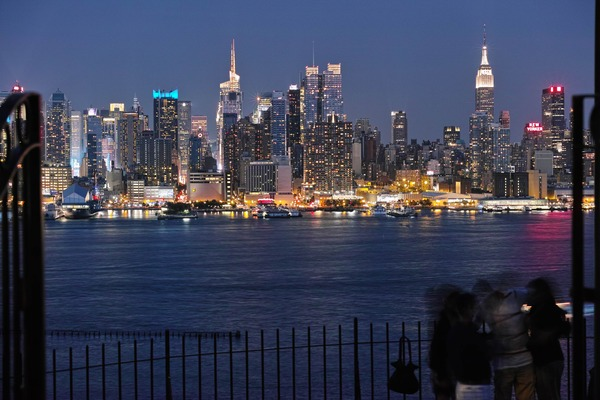 Manhattan in Twilight (DP Merrillで夜景)