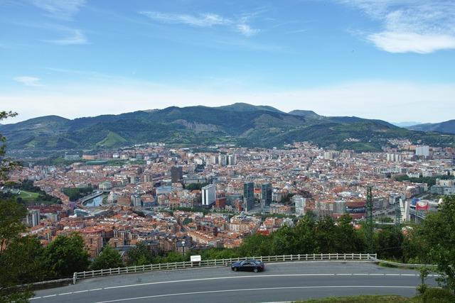 街の全景が見えるところ