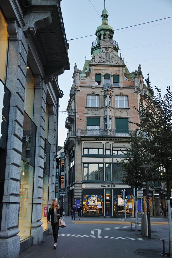 朝街:チューリッヒ