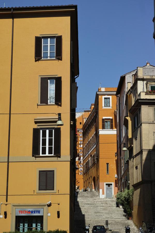 褐色の街角