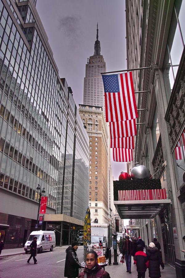 NYC Street Photography 18 (That Christmas Feeling)