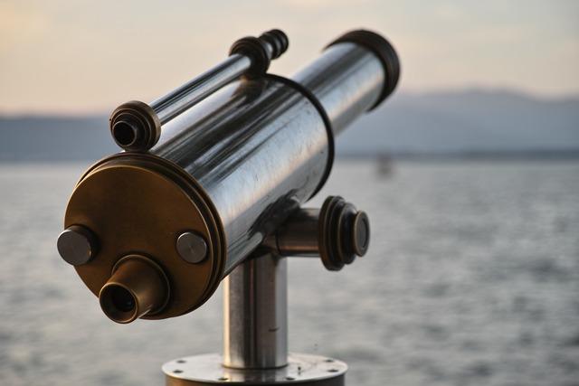 湖畔の望遠鏡
