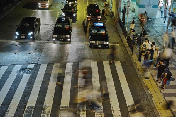 SIGMA dp2 Quattro で夜の横断歩道