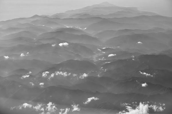 神の国、日本(紀元2673年、上空にて)