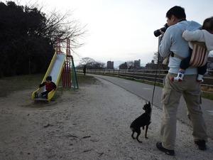 公園カメラマンw/赤子