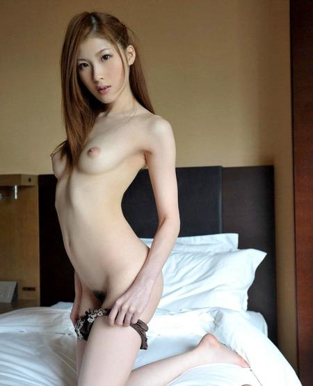 スレンダーな美しい体で淫らな性行為!! その②