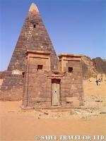 エジプトとは異なる形を持つスーダンのピラミッド