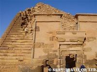 ピラミッドに付随する神殿跡