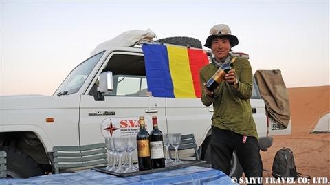 チャドの砂漠で乾杯 (3)